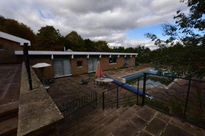 Land for sale in wood lane leicester le7 for Outdoor swimming pool leicester