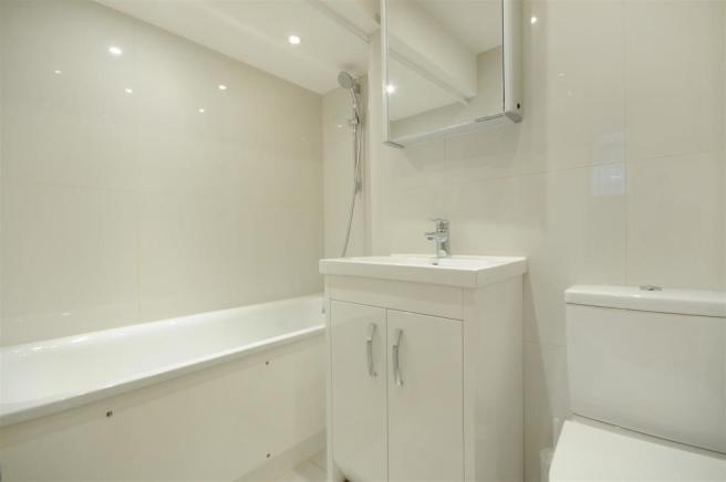 GF 95 FJ bathroom 2.jpg