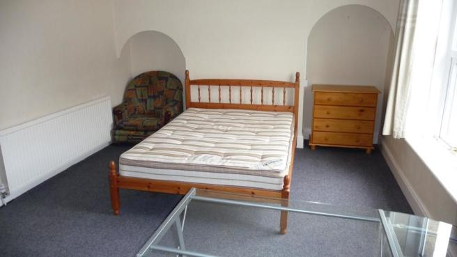 Cross Lane Bed 1.JPG