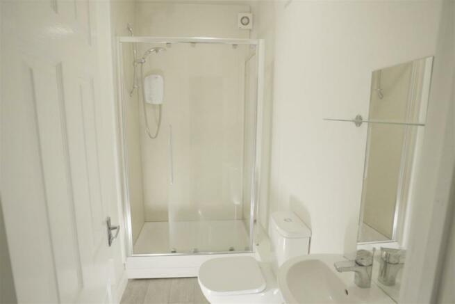 198 school road shower room 1.jpg