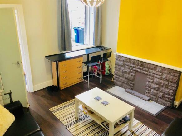 28 Melbourn Rd living room.jpg