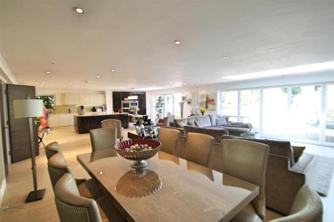 Lounge/ Kitchen/ Dining Room: