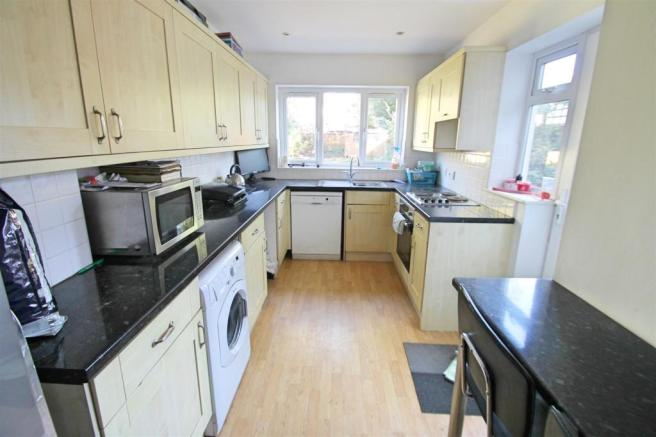 Kitchen/ Breakfast Room: