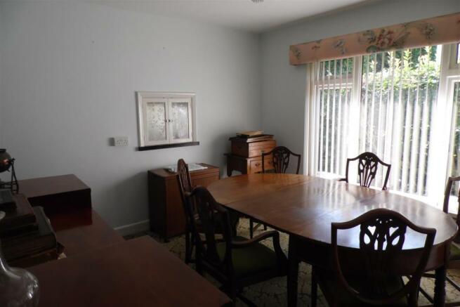 dining room..JPG