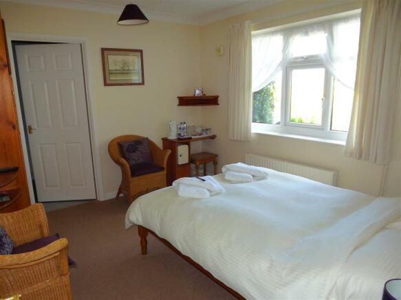 Bedroom 1 (Guest
