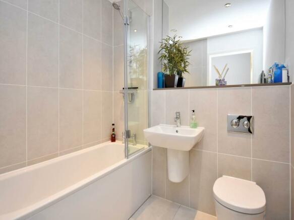 Bathroom_RAV0057943_