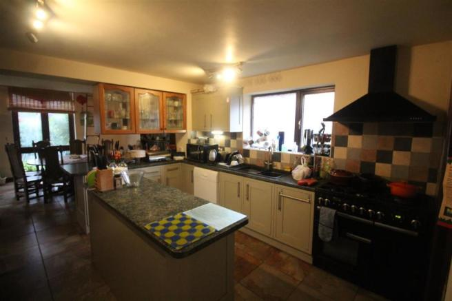 Fitted Kitchen /