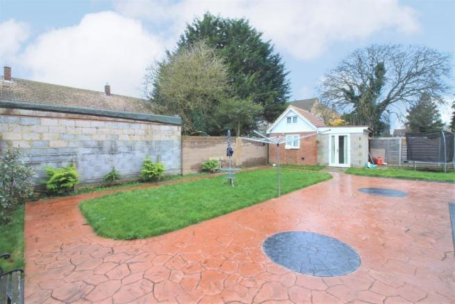 Rear Garden & Out Building