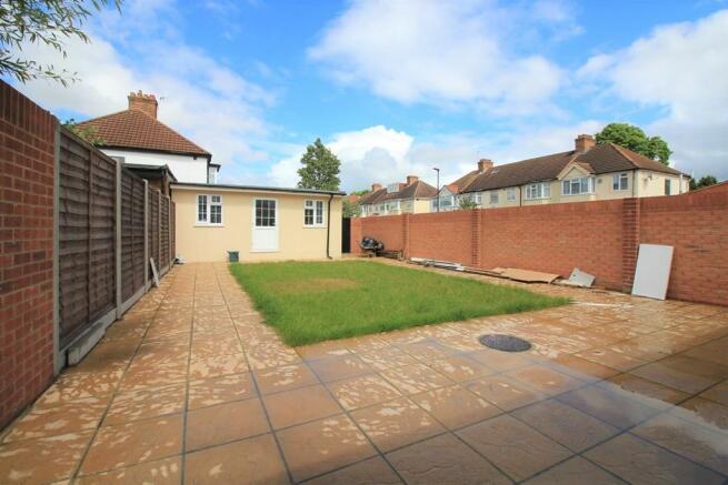 Rear Garden & Outbuilding