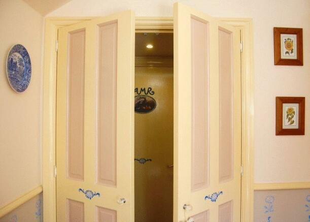 Doors to Hobbi...