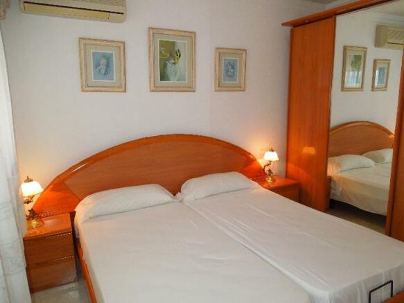 A075-bedroom8