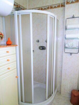 A075-bathroom1