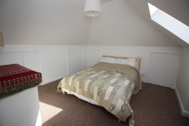 37 Dudley Close bed.JPG