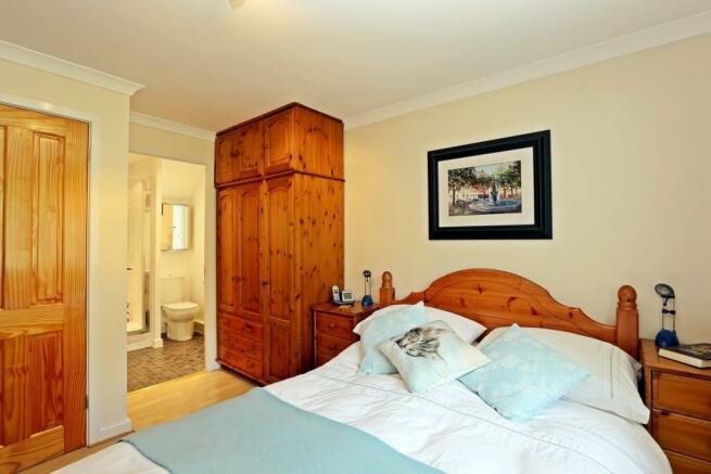 Master bedroom to en