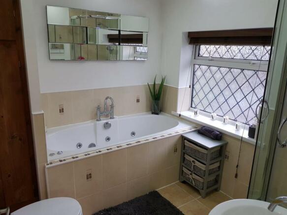 woodland bathroom.jpg