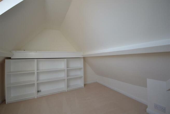 BED 1 WARDROBE.JPG
