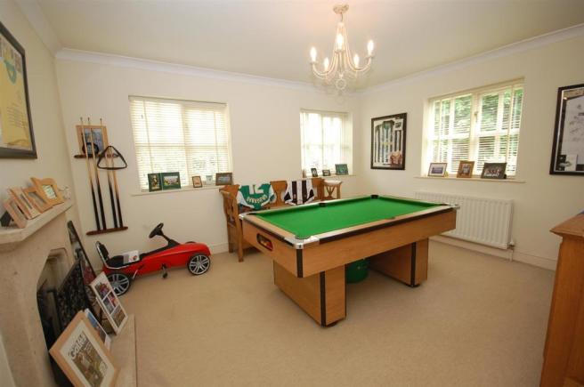 FAMILY ROOM/GAMES ROOM