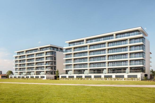 racecourse apartments