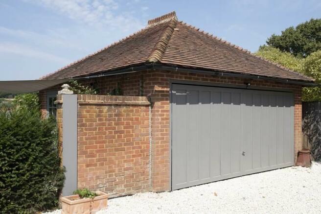 Garage 8