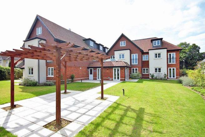 1 Bedroom Retirement Property For Sale In Limpsfield Road