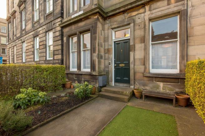 2 Bedroom Ground Floor Flat For Sale In 1 Airlie Place