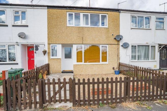 3 bedroom terraced house for sale in Stanbridge Road