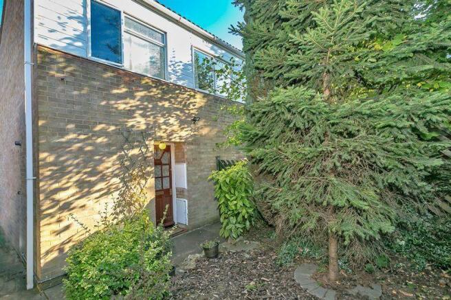 4 bedroom detached house for sale in lingfield, milton keynes, mk12