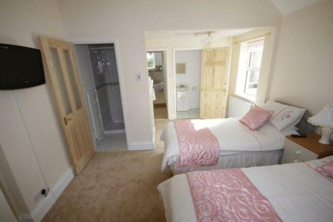 30 - Bedroom o...