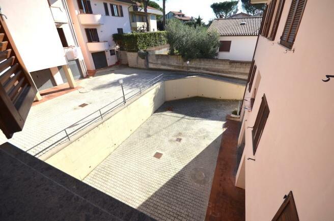 garage court
