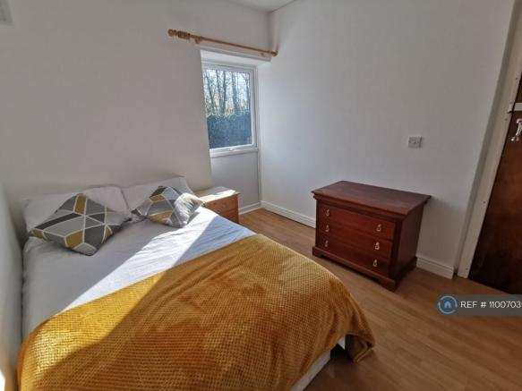 Double Room Built In Wardrobes & Chest Of Drawers
