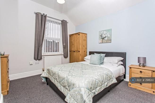 Good Sized Fully Furnished Double Room Available