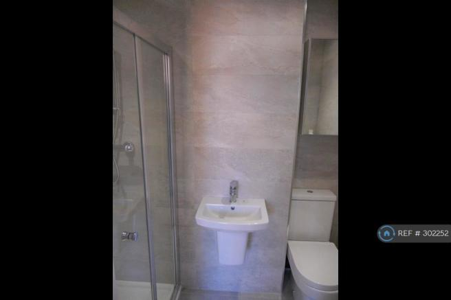 Ensuite Showerroom With High-End Finishes