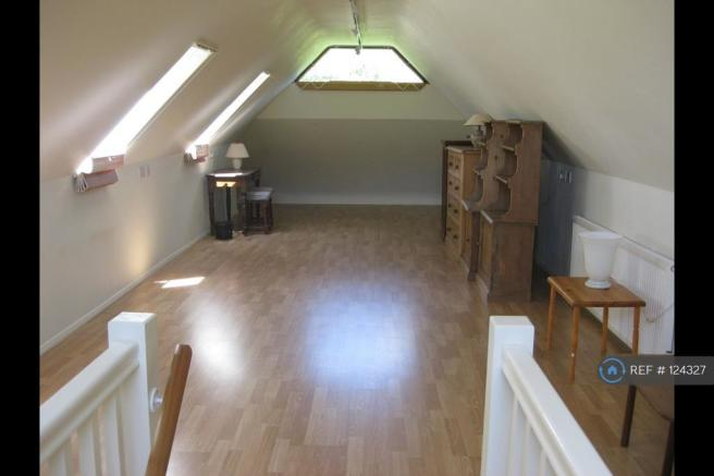 Studio Flat Sleeping/Living Upstairs