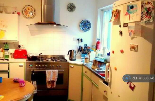 Spacious Kitchen Large Fridge /  Double Oven
