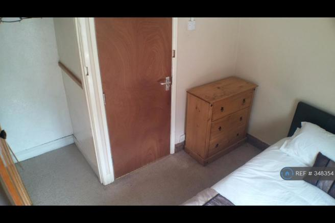 Double Room With Built In Wardrobe Let