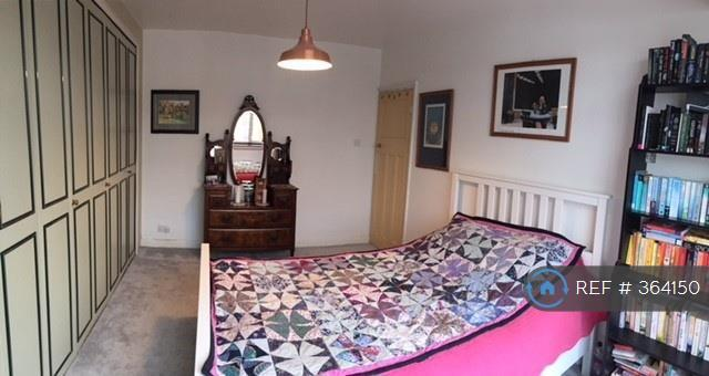 Large Double Bedroom At Front Of The House