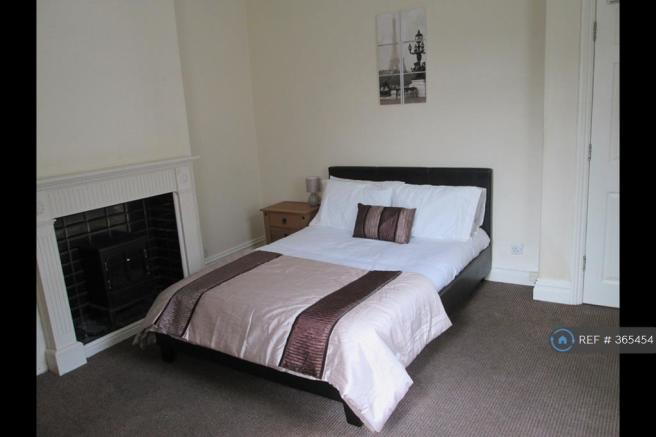 Large Fully Furnished Double Room Available
