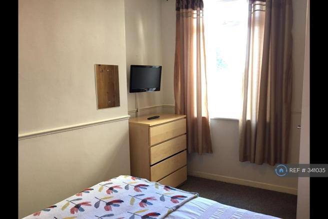 Tv With Dvd Player Included In Room