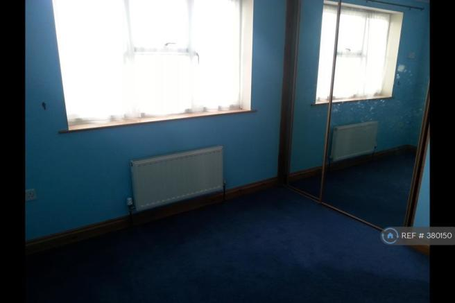 Bedroom With Fitted Wardrobes 4