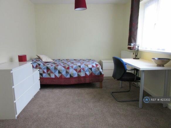Room 3 £110 Pw