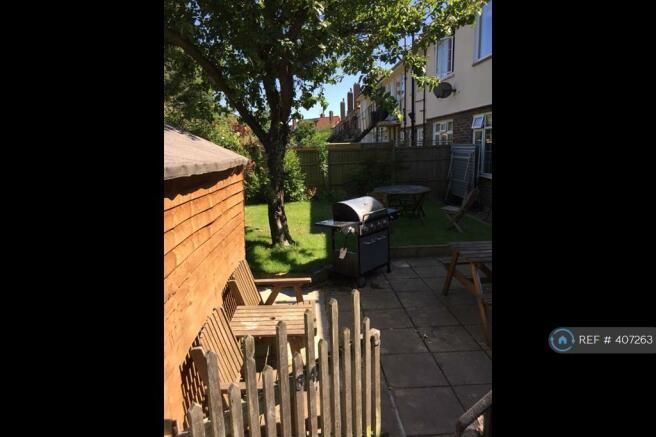 Back Garden Shed & Bench