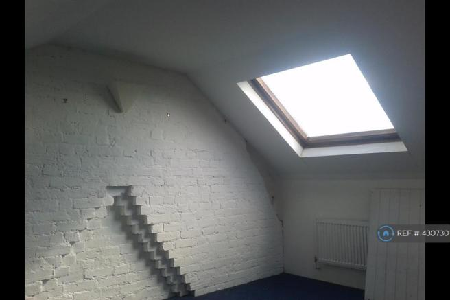 Attic Dbl Bedroom With 2 Large Velux