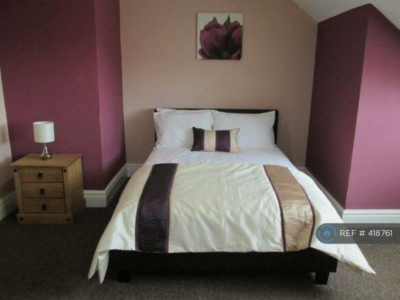 Brilliant Attic Room With En-Suite Let