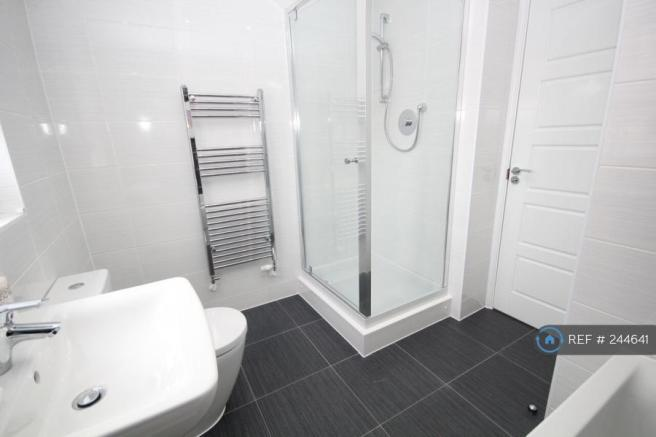 6 bedroom detached house to rent in Rounton Close, Watford