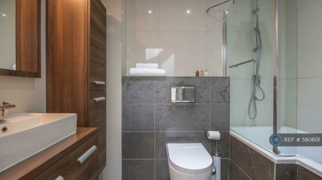 1st Floor Bathroom (2nd Floor:Italian Shower Room)