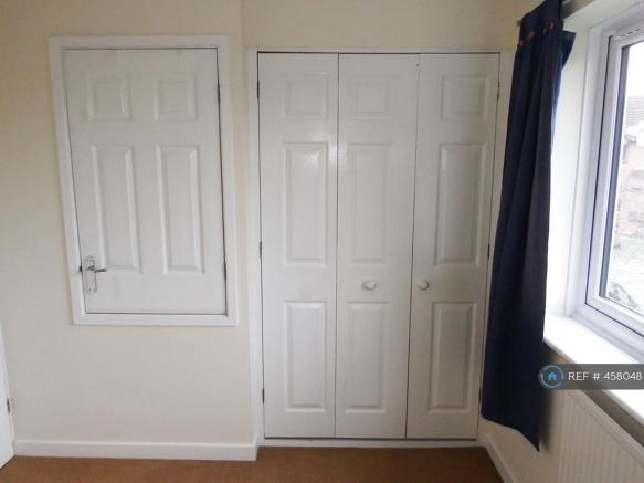 Bed 2 (Wardrobe)
