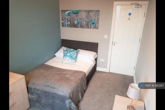 Great Double Room With En-Suite Available