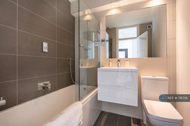 Sleek Modern Tiled Bathroom/Shower