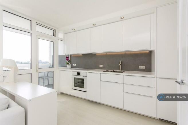 Sleek Kitchen Integrated Appliances Dw/Wm