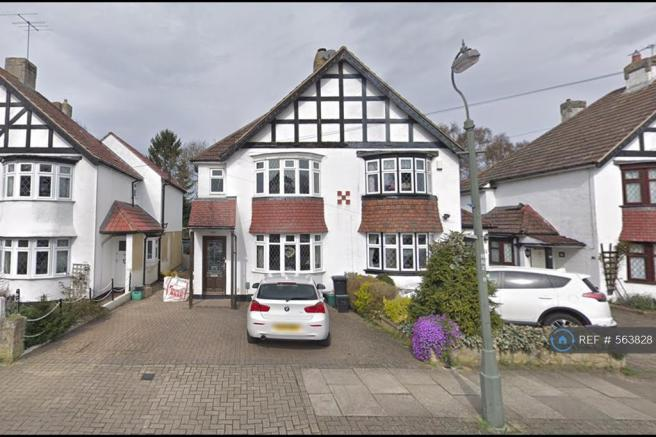4 bedroom semi-detached house to rent in hayes wood avenue, bromley